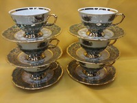 Set of teacups & saucers